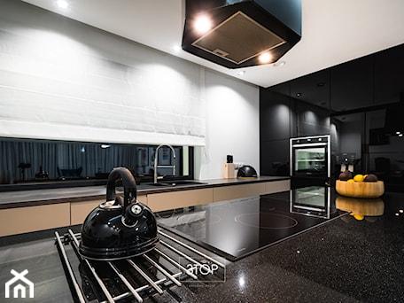 Aranżacje wnętrz - Kuchnia: Nowoczesna kuchnia na wymiar z wyspą od 3TOP Kuchnie - 3TOP KUCHNIE. Przeglądaj, dodawaj i zapisuj najlepsze zdjęcia, pomysły i inspiracje designerskie. W bazie mamy już prawie milion fotografii!
