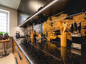 Wąska, ale funkcjonalna kuchnia na wymiar od 3TOP Meble - zdjęcie od 3TOP KUCHNIE