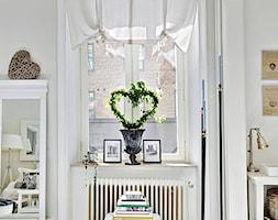 Mieszkanie pełne bieli - Mały biały salon, styl skandynawski - zdjęcie od Casa Bianca - Homebook