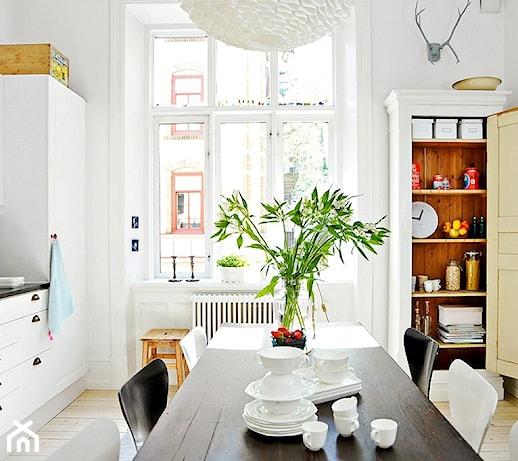 Jak urządzić kuchnię w stylu skandynawskim? 10 pomysłów projektantów wnętrz