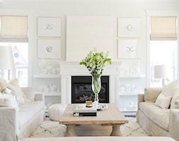 Dom w stylu nowojorskim - Mały biały salon, styl glamour - zdjęcie od Casa Bianca