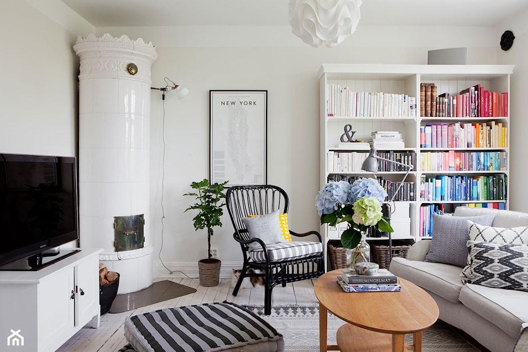 романтическая композиция, светлый интерьер, цветы в гостиной, букет в вазе