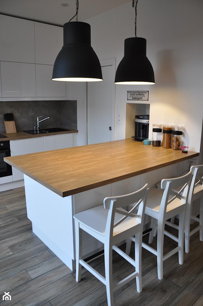 kuchnia z wyspą z drewnianym blatem  zdjęcie od olafredowicz # Kuchnia Z Wyspą Ikea