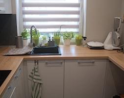 Kuchnia Na Wymiar Biały Połysk Blat Drewnopodobny Zdjęcie Od