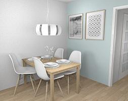 Salon z jadalnią - zimne szarości i mięta na tle ciepłego drewna - Mała otwarta niebieska jadalnia jako osobne pomieszczenie, styl klasyczny - zdjęcie od Pracownia Kardamon