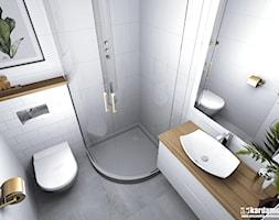 Głęboki błękit z ciepłym drewnem na 31m2 - Mała biała łazienka w bloku w domu jednorodzinnym bez okna, styl nowoczesny - zdjęcie od Pracownia Kardamon