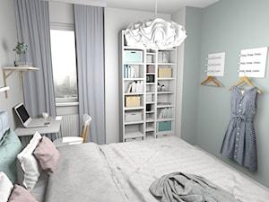 Sypialnia z pelikanem - Średnia biała miętowa sypialnia małżeńska - zdjęcie od Pracownia Kardamon