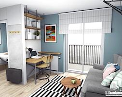 Głęboki błękit z ciepłym drewnem na 31m2 - Średnie niebieskie białe biuro domowe kącik do pracy w pokoju, styl industrialny - zdjęcie od Pracownia Kardamon