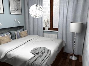 Jasno niebieska sypialnia złamana orzechem 10m2