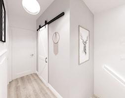 Kobiecy dom pod Warszawą - Średni szary hol / przedpokój, styl skandynawski - zdjęcie od Krystyna Regulska Architektura Wnętrz - Homebook