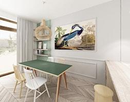 Kobiecy dom pod Warszawą - Mały biały salon z jadalnią, styl klasyczny - zdjęcie od Krystyna Regulska Architektura Wnętrz - Homebook