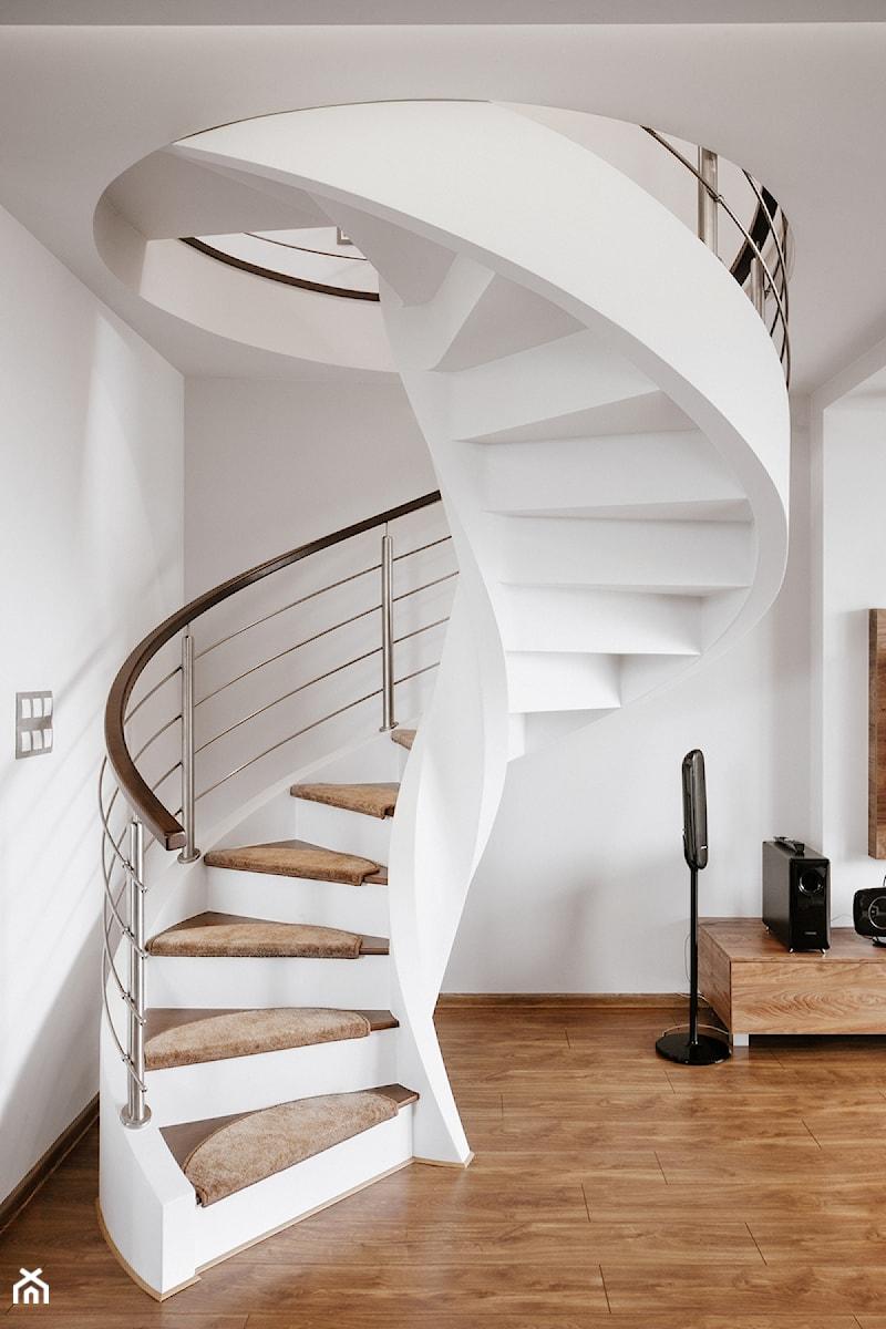 schody w salonie - zdjęcie od Conceptgroup
