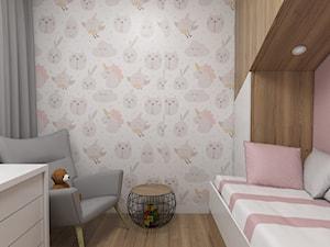 Projekt małego pokoju dla dziewczynki - Mały biały różowy pokój dziecka dla dziewczynki dla malucha, styl nowoczesny - zdjęcie od IM WNĘTRZA | Projektowanie wnętrz