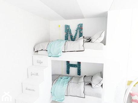 Aranżacje wnętrz - Pokój dziecka: flaming - Mały biały pokój dziecka dla chłopca dla dziewczynki dla rodzeństwa dla malucha, styl now ... - Karolina Czapla. Przeglądaj, dodawaj i zapisuj najlepsze zdjęcia, pomysły i inspiracje designerskie. W bazie mamy już prawie milion fotografii!