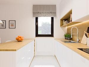 Projekt mieszkania. Kraków Śródmieście - Duża otwarta biała kuchnia jednorzędowa dwurzędowa w aneksie z wyspą, styl skandynawski - zdjęcie od PRØJEKTYW | Architektura Wnętrz & Design