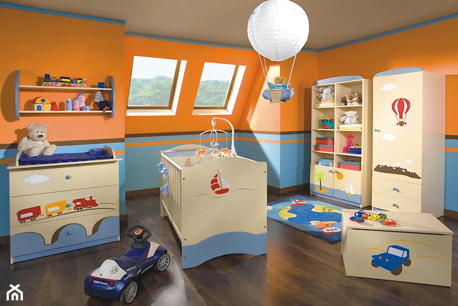 Aranżacje wnętrz - Pokój dziecka: Kolekcje dziecięce - Duży niebieski pomarańczowy pokój dziecka dla chłopca dla niemowlaka - MEBLIK.pl. Przeglądaj, dodawaj i zapisuj najlepsze zdjęcia, pomysły i inspiracje designerskie. W bazie mamy już prawie milion fotografii!