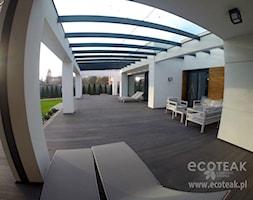 Tarasy - Duży taras z tyłu domu - zdjęcie od EcoTeak