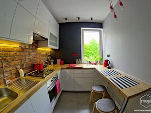 Metamorfoza kuchni - Gdańsk, ul. Witosa - Mała zamknięta szara kuchnia w kształcie litery u, styl industrialny - zdjęcie od MOJE Pracownia Projektowa