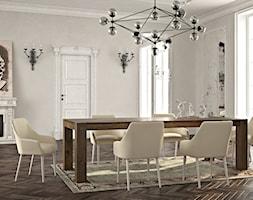 Tradycyjna jadalnia z drewnianym, klasycznym stołem - zdjęcie od Le Pukka concept store
