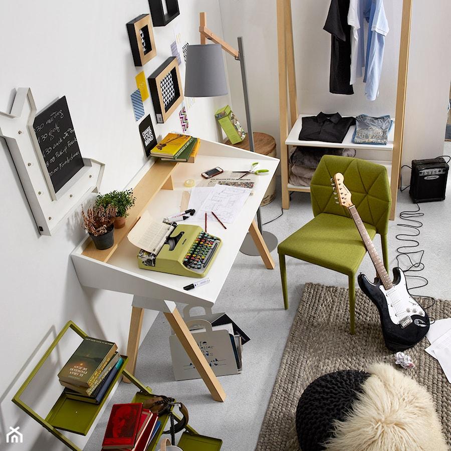 Aranżacje wnętrz - Biuro: biurko stick la forma - Le Pukka concept store. Przeglądaj, dodawaj i zapisuj najlepsze zdjęcia, pomysły i inspiracje designerskie. W bazie mamy już prawie milion fotografii!