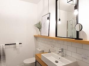 Kotlarska - Średnia biała łazienka w bloku w domu jednorodzinnym bez okna, styl vintage - zdjęcie od goryjewska.górnisiewicz