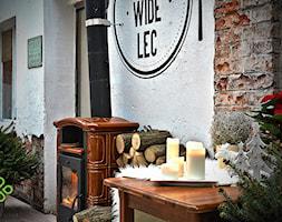 restauracja A NUŻ WIDELEC - Mały taras z przodu domu z tyłu domu, styl skandynawski - zdjęcie od Art of Home