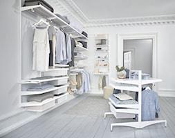 Wolnostojące kosze/Freestanding - Średnia otwarta garderoba przy sypialni - zdjęcie od Elfa