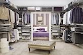 garderoba w stylu glamour, pikowane siedzisko, beżowy dywan