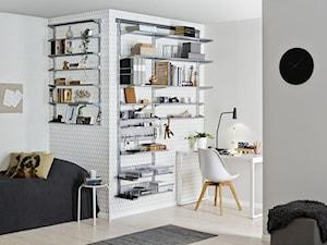 Sprytne przechowywanie - Średnie szare białe biuro domowe kącik do pracy w pokoju, styl skandynawski - zdjęcie od Elfa
