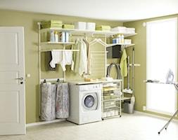 Przechowywanie w pomieszczeniach gospodarczych - Średnia beżowa łazienka w bloku w domu jednorodzinnym z oknem - zdjęcie od Elfa