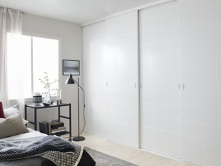 Drzwi przesuwne do szafy i nie tylko – jak wykorzystać je we wnętrzach?