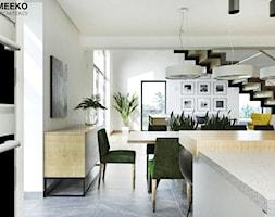 Dom w stylu nowoczesnym w Mielcu. - Duża otwarta szara jadalnia w kuchni, styl nowoczesny - zdjęcie od MEEKO Architekci - Homebook