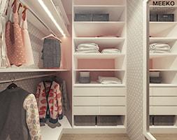 Dom w stylu nowoczesnym pod Mielcem - Mała zamknięta garderoba, styl nowoczesny - zdjęcie od MEEKO Architekci