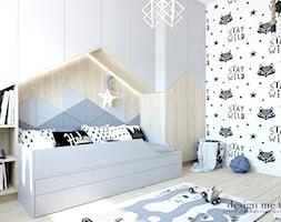 POKOIK MAŁEGO DŻENTELMENA - Mały biały szary czarny pokój dziecka dla chłopca dla malucha, styl skandynawski - zdjęcie od design me too