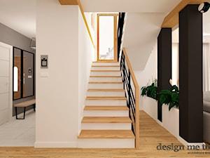 DOM W LESZNOWOLI - Średnie wąskie schody dwubiegowe drewniane betonowe, styl nowoczesny - zdjęcie od design me too