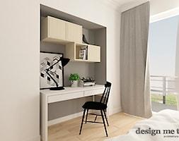 SKANDYNAWSKI KLIMAT NA POWIŚLU - Małe szare białe biuro domowe kącik do pracy w pokoju, styl skandynawski - zdjęcie od design me too