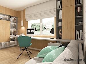 SKANDYNAWSKI DOM W WAWRZE - Średnie czarne białe biuro domowe kącik do pracy w pokoju, styl skandynawski - zdjęcie od design me too