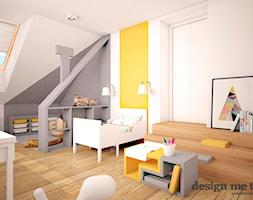 DOM W LESZNOWOLI - Duży biały szary żółty pokój dziecka dla chłopca dla dziewczynki dla malucha, styl nowoczesny - zdjęcie od design me too