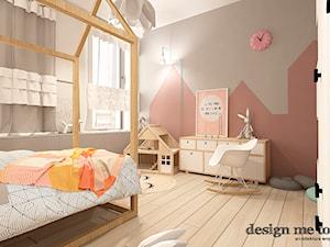NOWOCZESNY APARTAMENT W PRUSZKOWIE - Duży szary brązowy pokój dziecka dla dziewczynki dla malucha, styl nowoczesny - zdjęcie od design me too