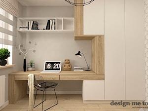SKANDYNAWIA W NOWOCZESNYM WYDANIU NA WOLI - Średnie beżowe szare biuro kącik do pracy w pokoju, styl skandynawski - zdjęcie od design me too