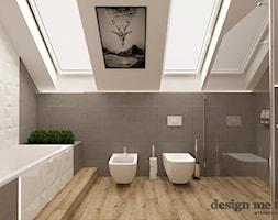 DOM W LESZNOWOLI - Duża biała szara łazienka na poddaszu w domu jednorodzinnym jako salon kąpielowy z oknem, styl nowoczesny - zdjęcie od design me too