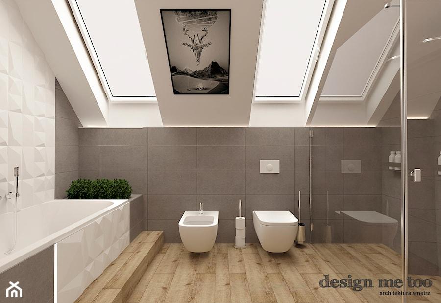 DOM W LESZNOWOLI - Duża łazienka na poddaszu w domu jednorodzinnym jako salon kąpielowy z oknem ...