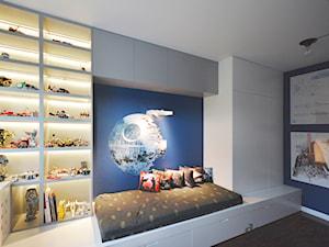 REALIZACJA POKOI DZIECIĘCYCH STAR WARS - Średni niebieski pokój dziecka dla chłopca dla malucha, styl nowoczesny - zdjęcie od design me too