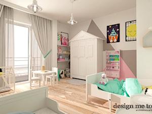 KAWAŁEK NIEBA NA WILANOWIE - Duży biały szary beżowy pastelowy różowy pokój dziecka dla dziewczynki dla rodzeństwa dla malucha, styl skandynawski - zdjęcie od design me too
