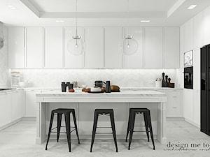 SKANOYNAWSKO - INDUSTRIALNY KLIMAT - Średnia otwarta biała kuchnia w kształcie litery u z wyspą z oknem, styl industrialny - zdjęcie od design me too