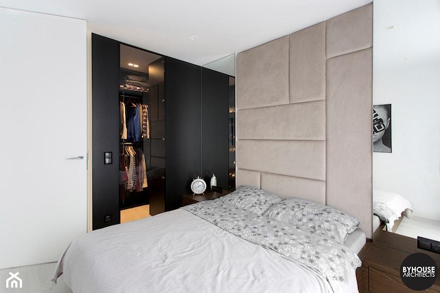 sypialnia nowoczesna - zdjęcie od BYHOUSE ARCHITECTS