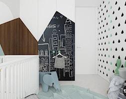 scandiBABYroom - Mały biały czarny pokój dziecka dla chłopca dla dziewczynki dla niemowlaka, styl skandynawski - zdjęcie od BYHOUSE ARCHITECTS