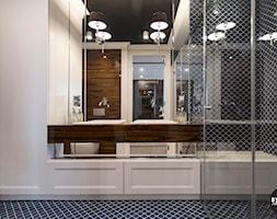 apartamentSUWAŁKI - Średnia biała czarna łazienka na poddaszu w bloku w domu jednorodzinnym bez okna ... - zdjęcie od BYHOUSE ARCHITECTS - Homebook