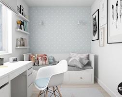 scandiHOUSE - Mały biały szary pokój dziecka dla dziewczynki dla ucznia dla nastolatka, styl skandynawski - zdjęcie od BYHOUSE ARCHITECTS