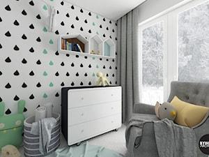 scandiBABYroom - Mały biały czarny pokój dziecka dla chłopca dla dziewczynki dla niemowlaka dla malucha, styl skandynawski - zdjęcie od BYHOUSE ARCHITECTS